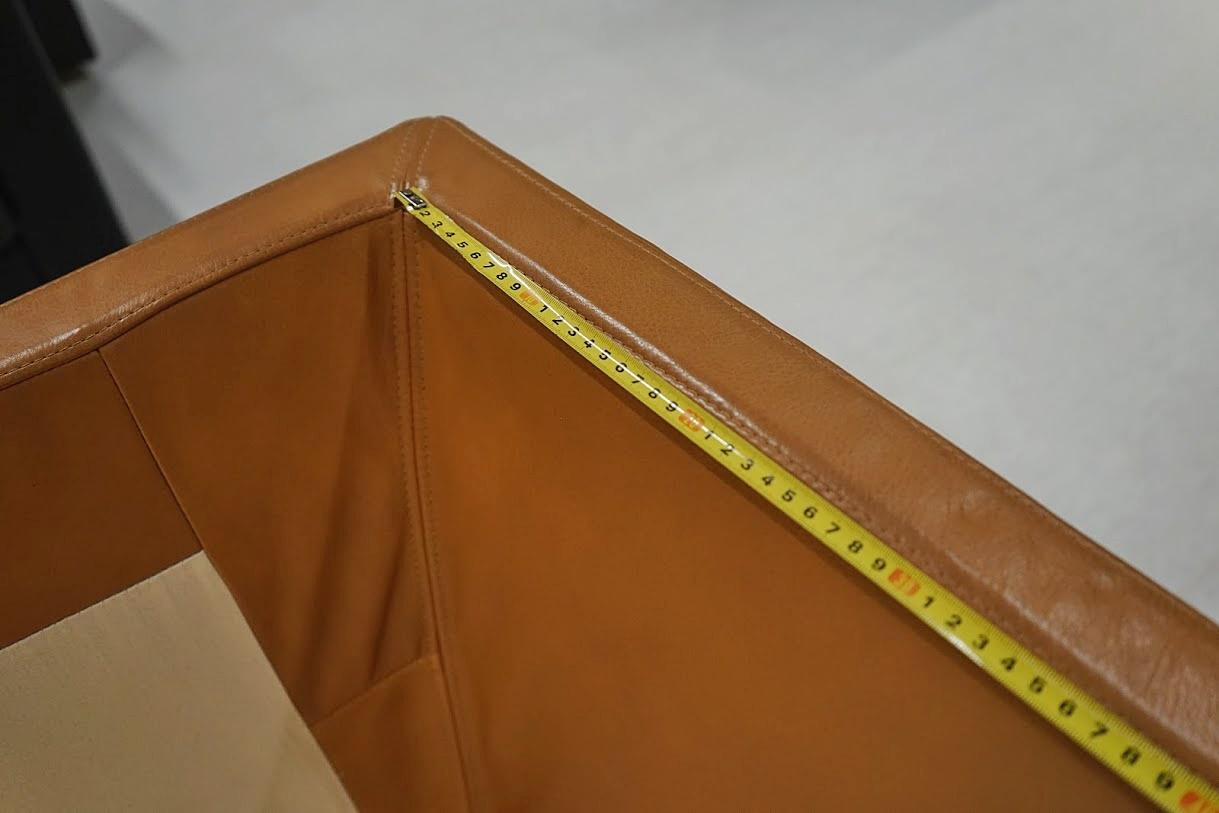 upper armrest depth