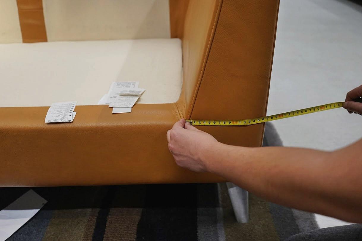 maximum armrest width